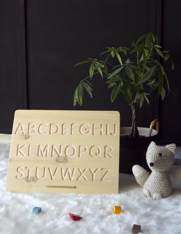 Jeu alphabet avec la face majuscule et son crayon en bois