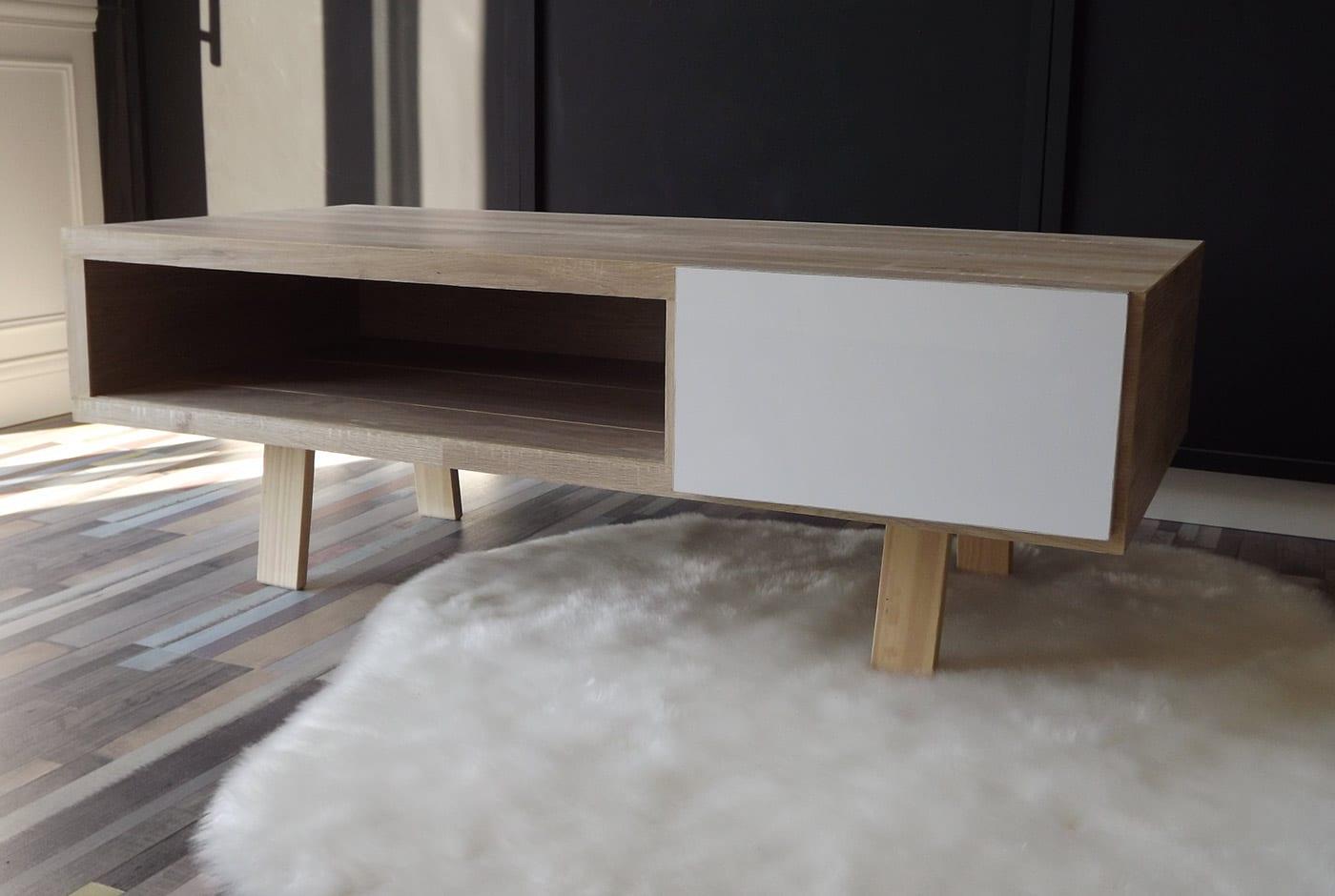 table basse aux mati re et couleur naturelles le bois et. Black Bedroom Furniture Sets. Home Design Ideas