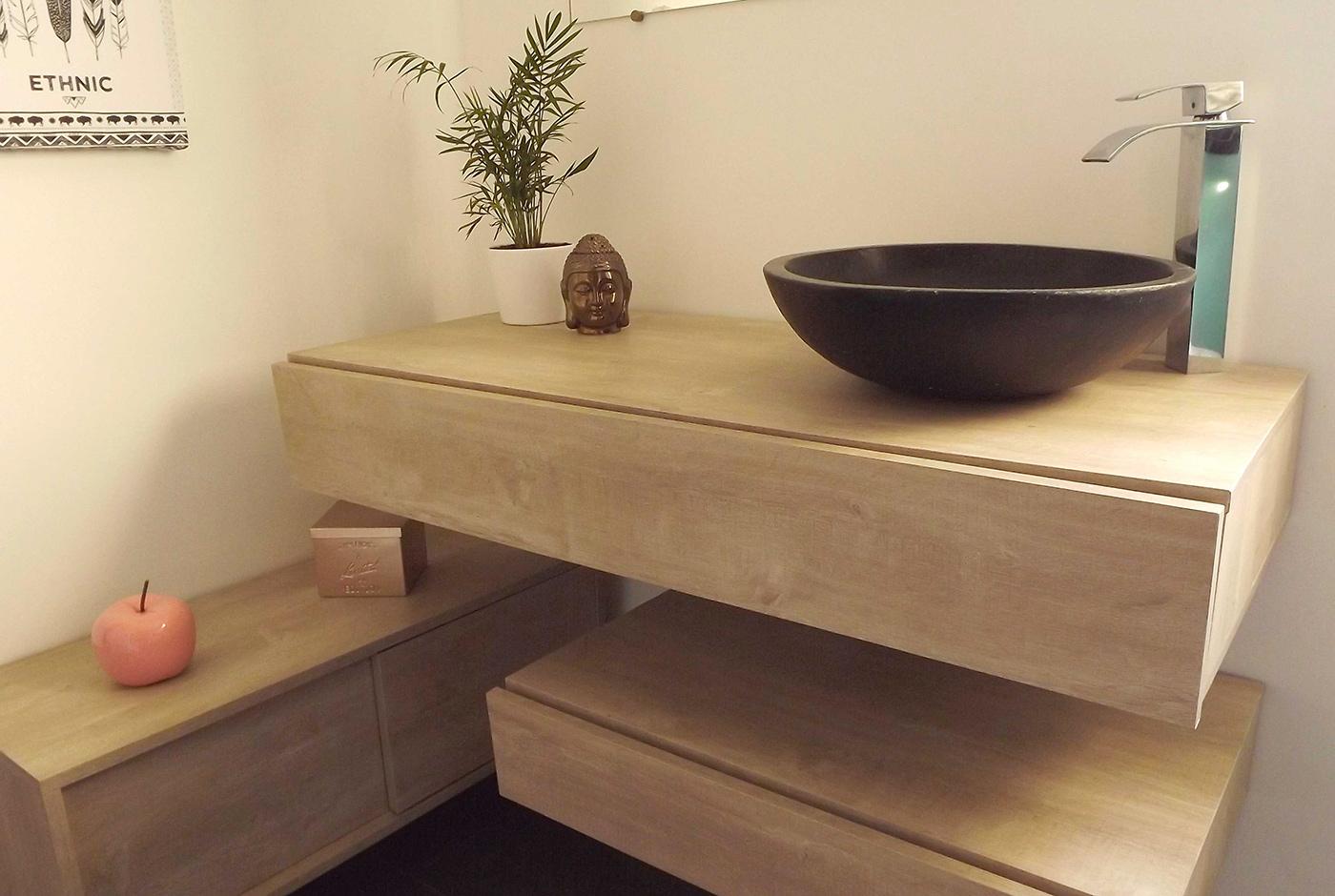 Meubles suspendus de salle de bains réalisés avec du mélaminé