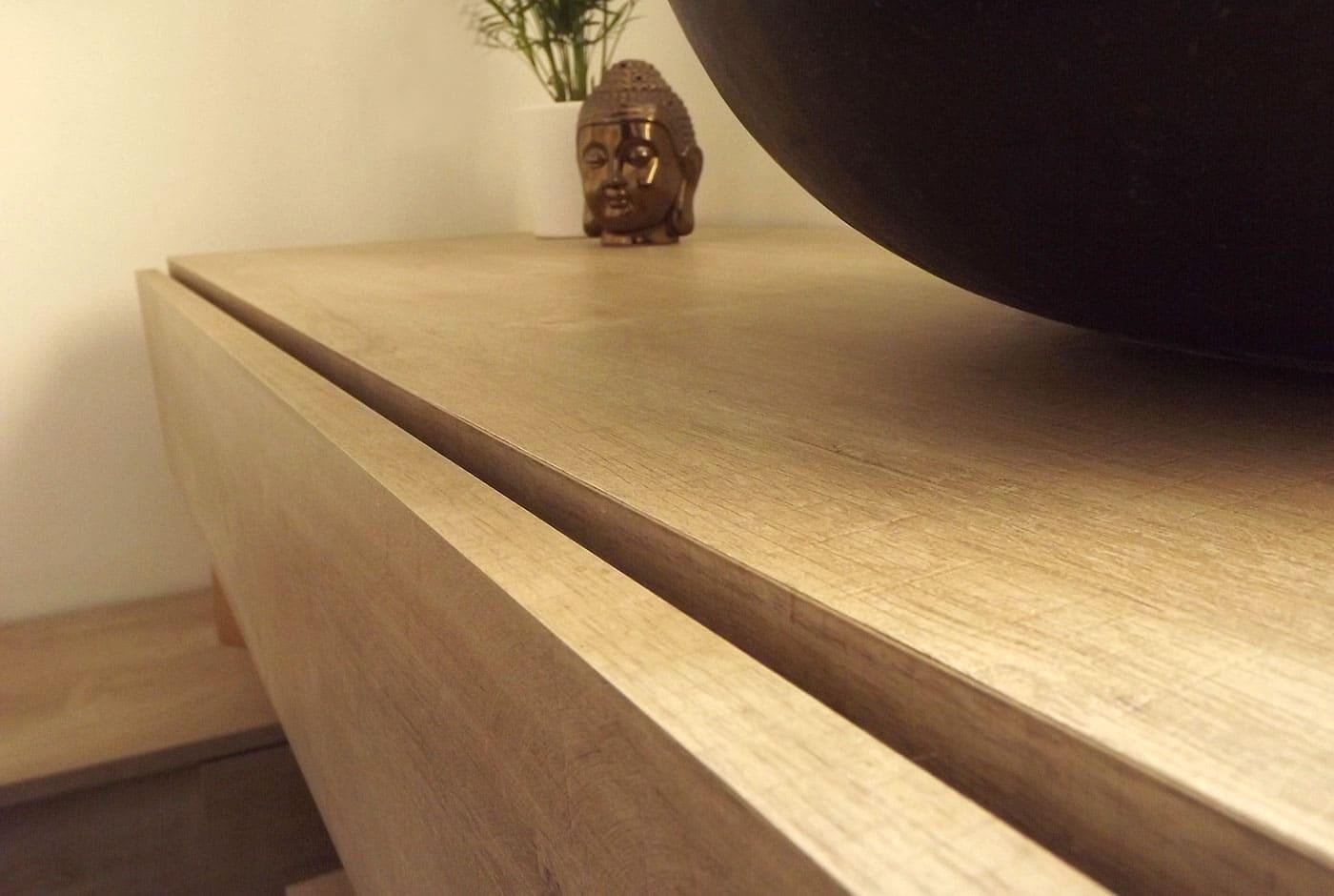 Tiroir avec ouverture poussant pour meuble de salle de bains