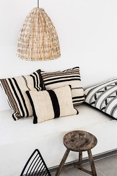 Décoration ethnique avec les coussins aztèques