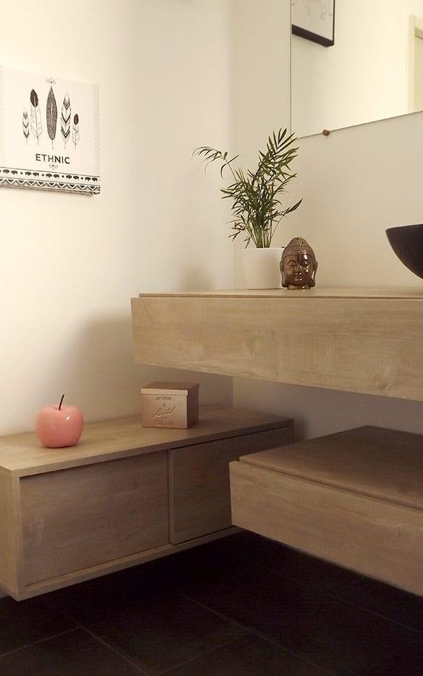 Meubles de salle de bain avec vasque et sa décoration