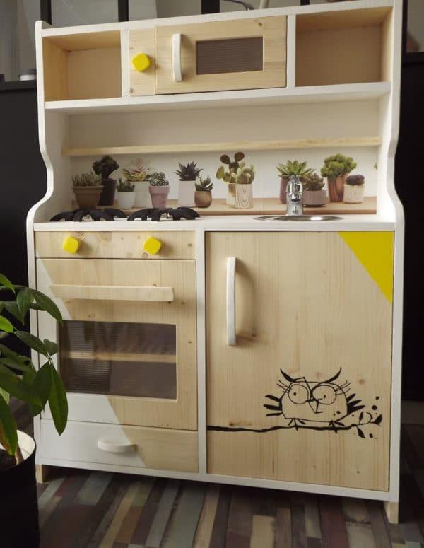 une cuisine en bois jouet ador des enfants chaque g n ration. Black Bedroom Furniture Sets. Home Design Ideas