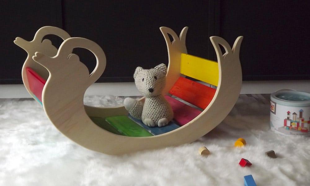 Animal a bascule, un jouet pour les enfants. Ils vont s'amuser à se basculer, grimper ou encore ramper.