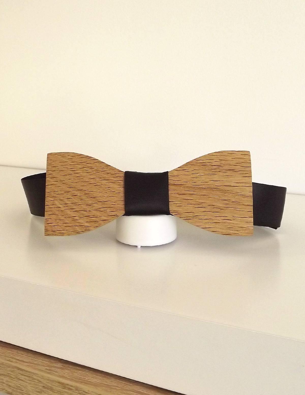 A l'occasion d'un mariage ou de votre mariage, porter un noeud papillon avec son costume pour apporter de l'élégance à sa tenue.