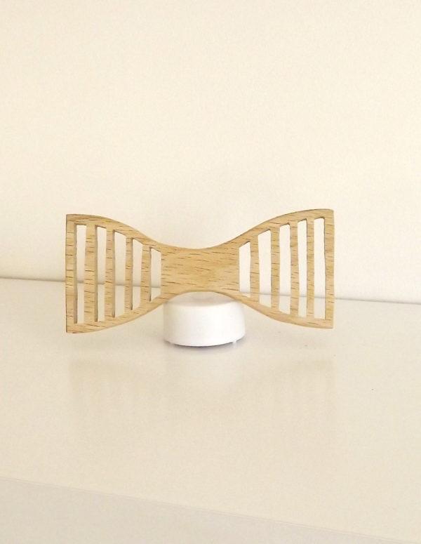 Forme structuré du noeud papillon en bois : le structuré. Cet accessoire est fabriqué en France et artisanalement.