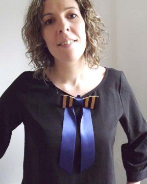 Accessoire féminin, le noeud papillon inspiré de la marinière.