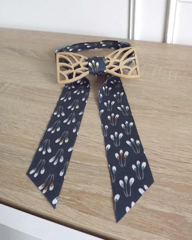 Ruban fantaisie bleu du noeud papillon bois arlequin