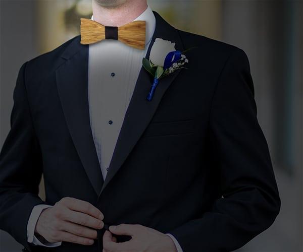 Lors d'un mariage, homme portant un costume avec noeud papillon bois homme
